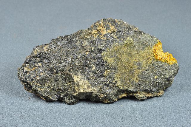 ラジウム鉱石 バドガシュタイン鉱石、ニニギ石、 …